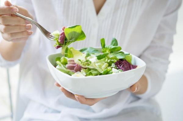 Cómo perder el pecho de forma natural: perder peso con la dieta