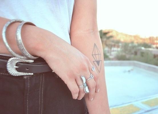 ¿Cuál es el significado del tatuaje del triángulo? La Santísima Trinidad