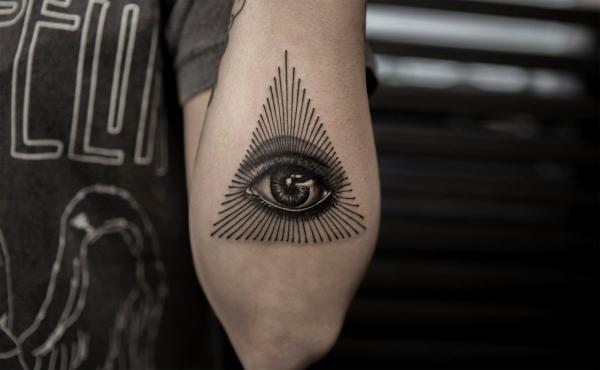 ¿Cuál es el significado del tatuaje de triángulo? El número 3