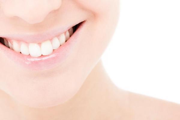 Dientes amarillos: el remedio de la abuela: blanquear los dientes en solo una semana