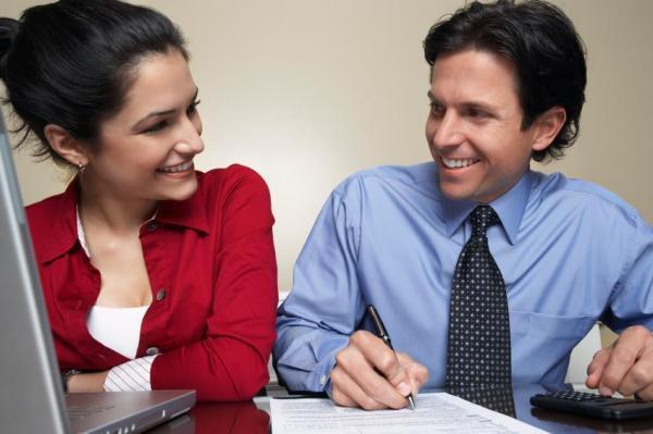 Cómo saber si te gusta un colega en el trabajo - 10 SEÑALES - 2. Signo de atracción en el trabajo: nerviosismo