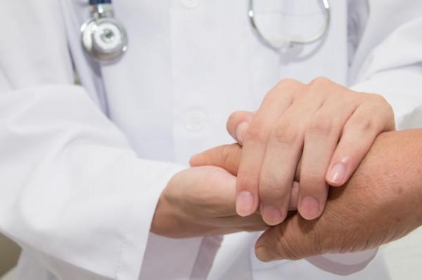 ¿Por qué tengo manchas en las manos? Manchas en las manos causadas por cáncer de piel:
