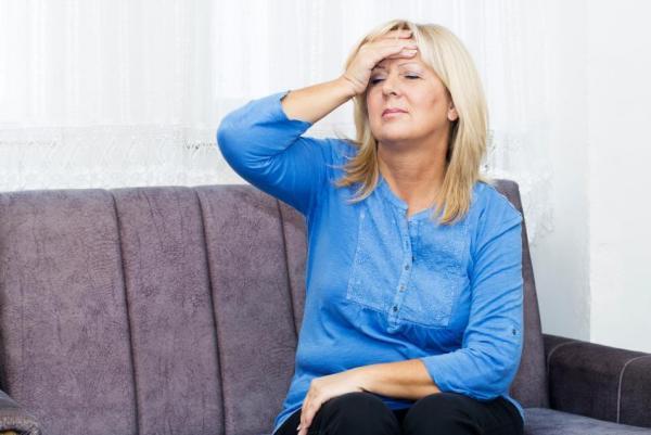 ¿Por qué tengo flujo vaginal marrón? Perimenopausia o menopausia