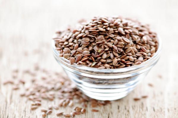 Alimentos que regulan las hormonas: semillas de lino