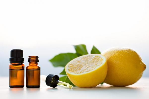 Cómo utilizar los aceites esenciales para aliviar las varices - aceite esencial de limón