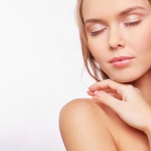 Comment hydrater une peau très sèche naturellement