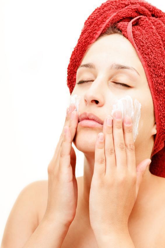 Cómo hidratar la piel muy seca de forma natural - Cómo hidratar la piel muy seca de forma natural con un exfoliante