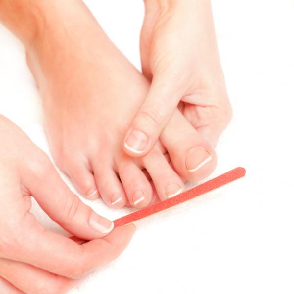 Cómo engrosar las uñas de los pies